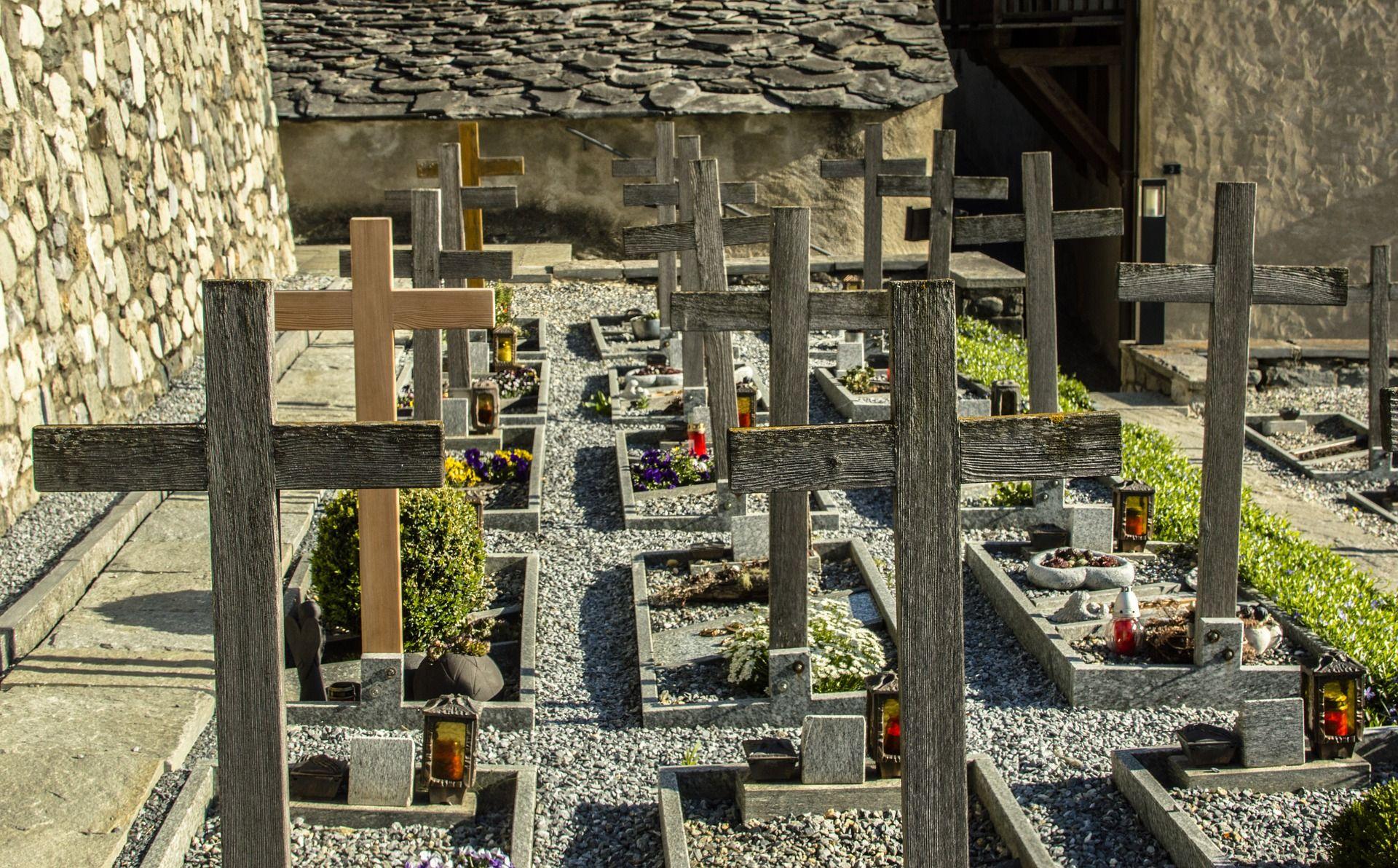 Jak zadbać o cmentarz?