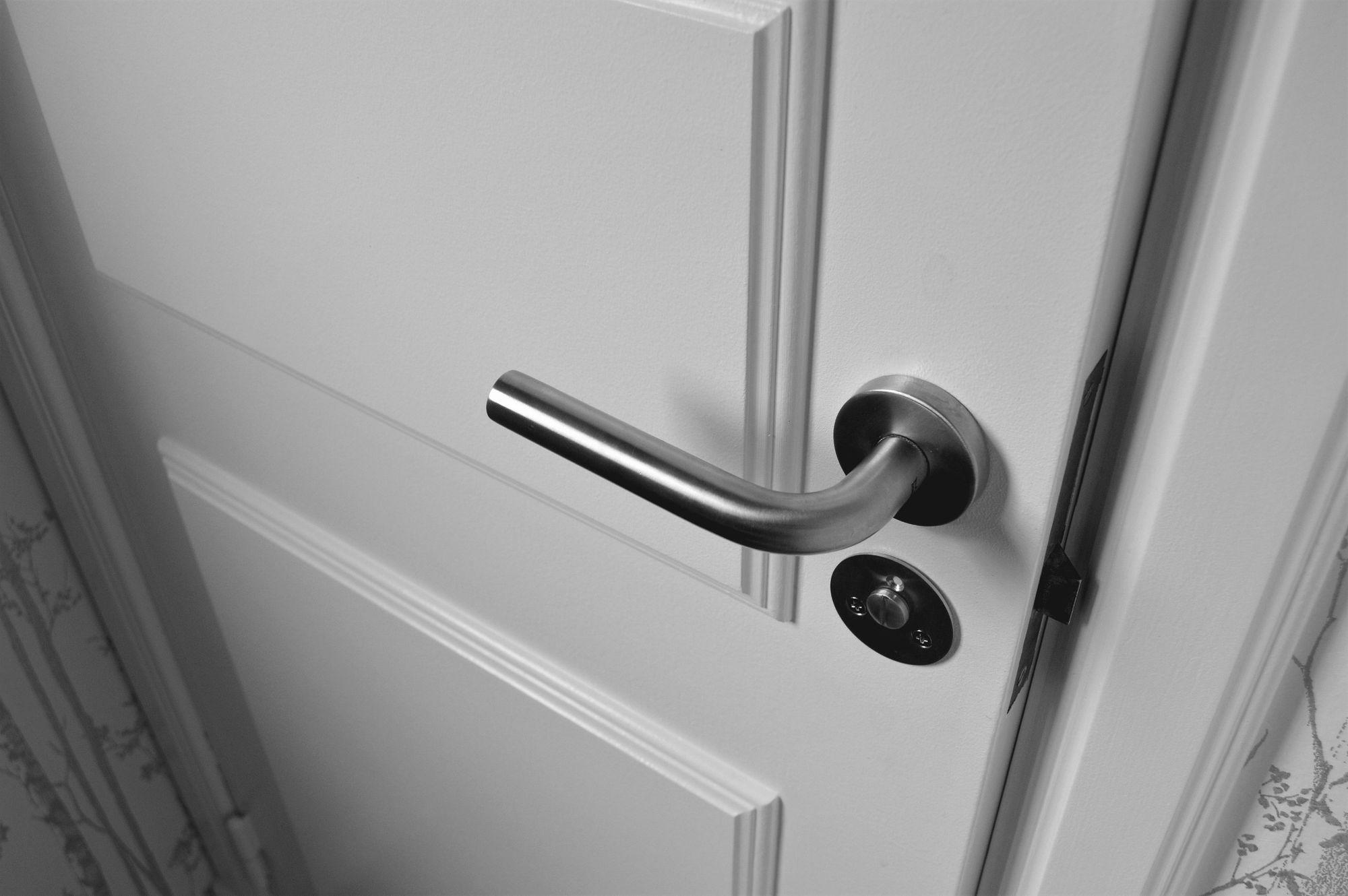 Czego potrzebujesz do montażu drzwi?