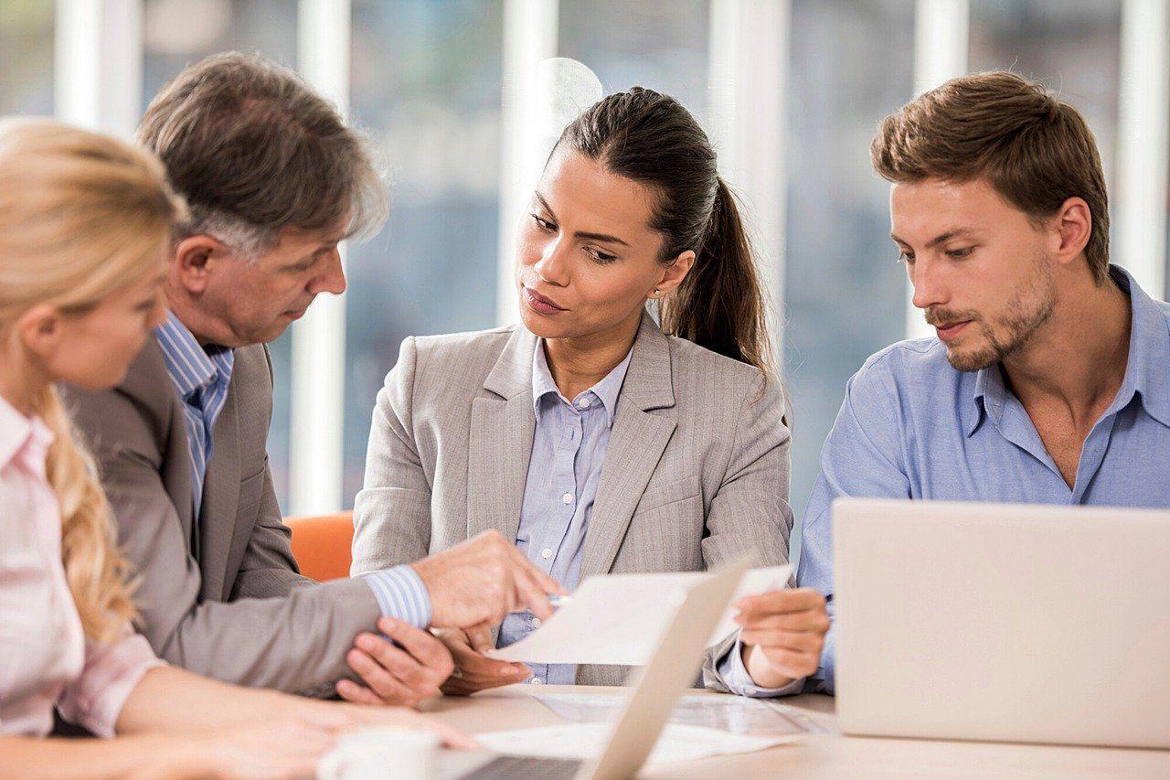 Co warto wiedzieć o pracy agenta ubezpieczeniowego?